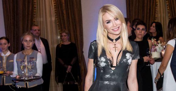 """Natalija Bunkė neslepia pasididinusi krūtinę: """"Galiu nešioti liemenėlę, galiu nenešioti, vis tiek atrodo gerai"""""""