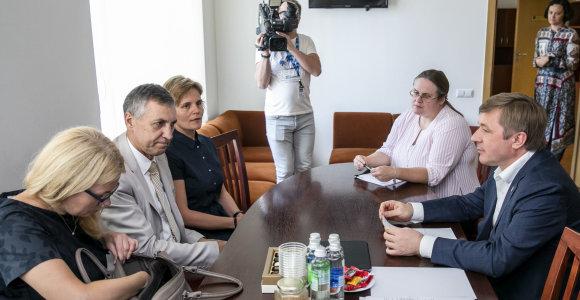 PSD amnestijos idėjos atsisakoma: emigrantams liks dvi galimybės dėl 1500 eurų skolos