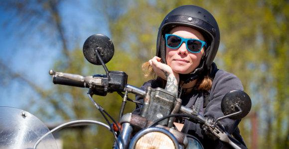Viena tarp vyrų. Baikerė V.Valevičiūtė-Pelytė dukrą į keliones motociklu ima nuo 3 mėnesių