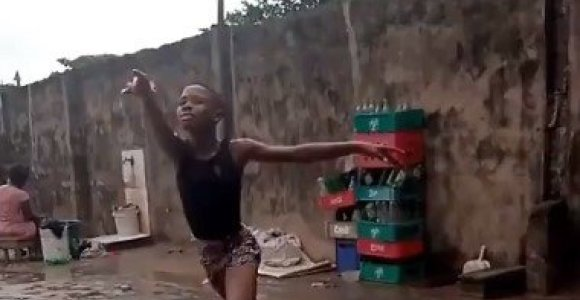 Lietuje basomis baletą šokantis berniukas sužavėjo pasaulį ir tapo interneto pažiba