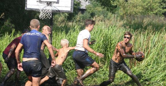Gladiatorių krepšinis Žagarėje: abiejų krantų komandos kovėsi Švėtės mauruose