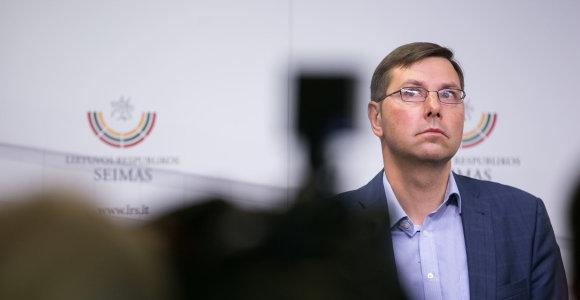 Gintarui Steponavičiui pateikti oficialūs įtarimai, jis raginamas trauktis iš Liberalų sąjūdžio arba bus išmestas