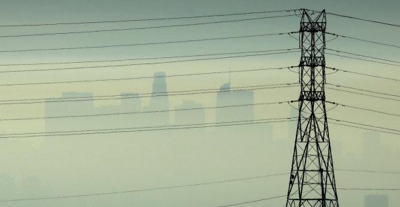 Prancūzijos pietuose dėl smarkių vėjų be elektros liko 220 tūkst. namų