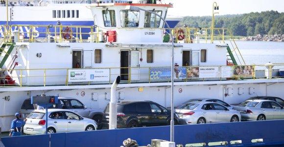 Ilgasis savaitgalis Kuršių mariose: perkelta 15 tūkst. mašinų, 193 papildomi keltų reisai