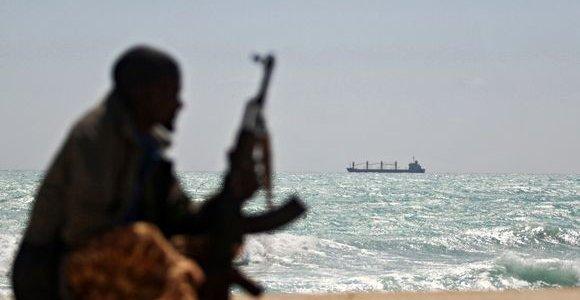 Ispanija nori perimti vadovavimą kovos prieš piratavimą operacijai prie Somalio krantų