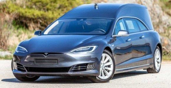 """Kelionė Anapilin norvegiškai: """"Tesla"""" pavertė greitu katafalku už 200 tūkst. eurų"""