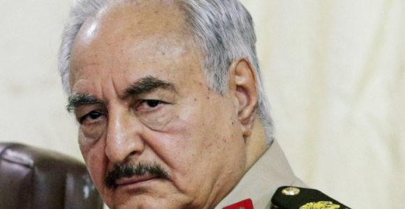 Kh.Haftaras atmetė E.Macrono raginimą skelbti Libijoje paliaubas