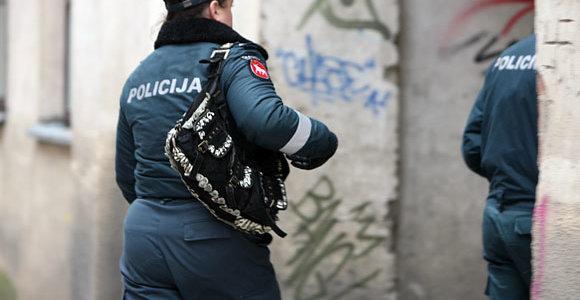 Klaipėdoje vyriškių trijulė pasipriešino policijai, vienas jų smogė patrulei