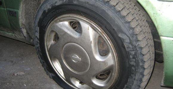 Išpuolis Krekenavoje – subadytos dešimčių automobilių padangos