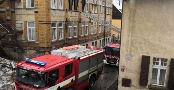 Čekijoje per gaisrą neįgaliųjų globos namuose žuvo mažiausiai 8 žmonės