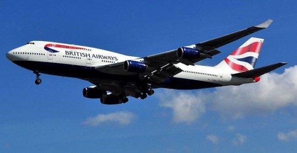"""Pandemijai pakirtus keliautojų srautus, """"British Airways"""" atsisako viso """"Boeing 747"""" parko"""