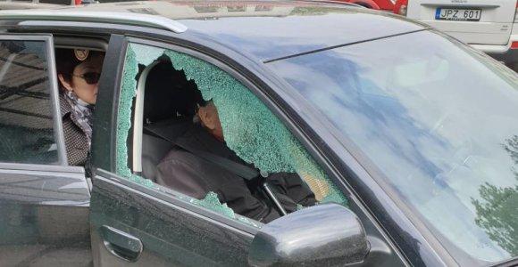 """Šratais Kauno centre """"apšaudytas"""" vyras nieko nepešė: """"Pasirodo, galiu eiti daužyti visų stiklus"""""""