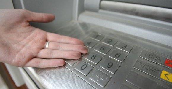 Ar atvirkščiai suvestas PIN kodas bankomate gali tyliai iškviesti policijos pagalbą?