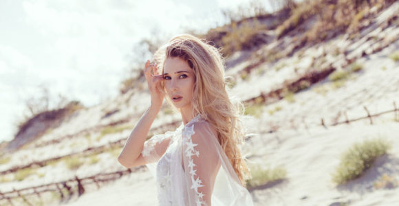 Modelis Radvilė Labutytė pasimatavo savo svajonių vestuvinę suknelę