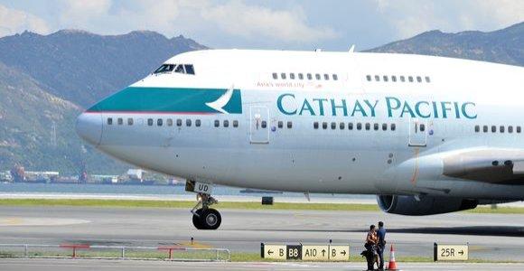 """""""Cathay Pacific"""" pagrasino atleisti darbuotojus, palaikančius """"neteisėtus protestus"""""""