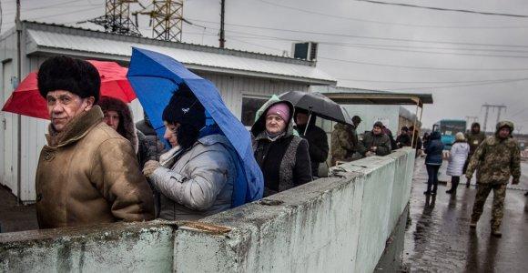 Prie fronto Ukrainos rytuose atsidūrę gyventojai puoselėja taikos viltis