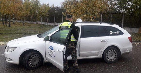 Indai Rygoje sėdo į taksi ir iškeliavo ieškoti laimės Europoje: Lietuvoje sėdo už grotų