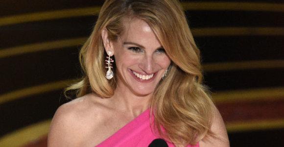 """Kokią kosmetiką naudojo J.Roberts, kad taip švytėjo per """"Oskarų"""" apdovanojimus?"""