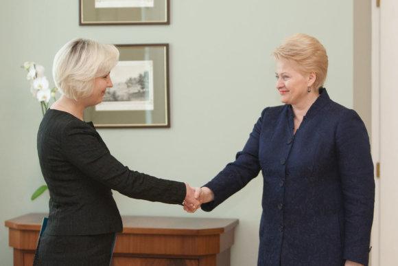 Juliaus Kalinsko / 15min nuotr./Dalia Grybauskaitė ir Diana Korsakaitė (kairėje)