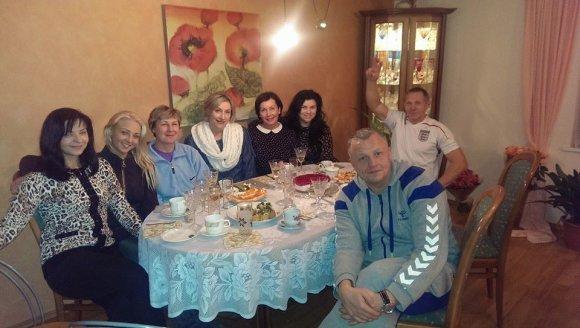 Asmeninio albumo nuotr./Eglė Straleckaitė su šeima ir bičiuliais