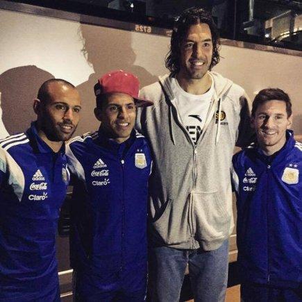 twitter nuotr./Luisas Scola su Argentinos futbolininkais