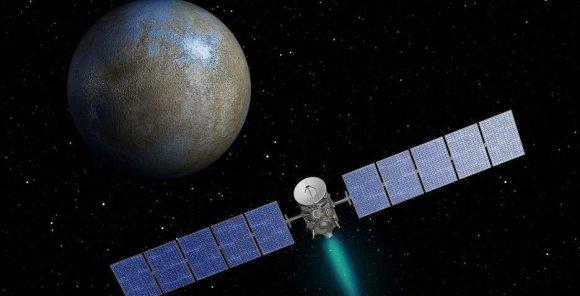 """NASA nuotr./NASA zondas """"Dawn"""", skrendantis aplink nykštukinę planetą Cererą menininko akimis"""