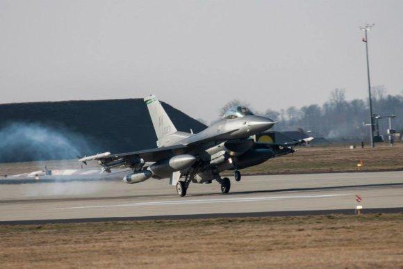 JAV ambasados Lenkijoje nuotr./Naikintuvai F-16 ir kiti JAV lėktuvai jau Lenkijoje