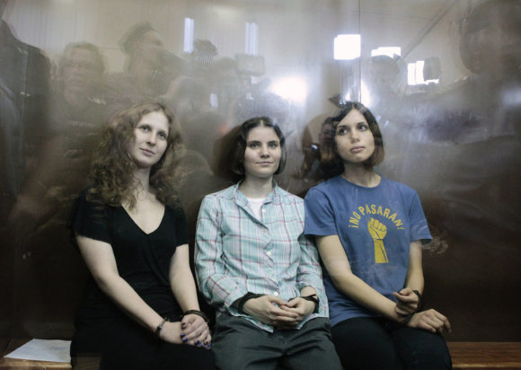 """Scanpix / Postimees.ru/Members of the female punk band """"Pussy Riot"""" (R-L) Nadezhda Tolokonnikova, Yekaterina Samutsevich and Maria Alyokhina sit in a glass-walled cage after a court hearing in Moscow, August 17, 2012. A judge sentenced three women who staged an anti-Kremlin protest on the altar of Moscow's main Russian Or"""