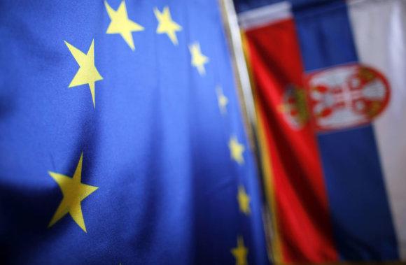 """""""Reuters""""/""""Scanpix"""" nuotr./Serbijos ir ES vėliavos"""