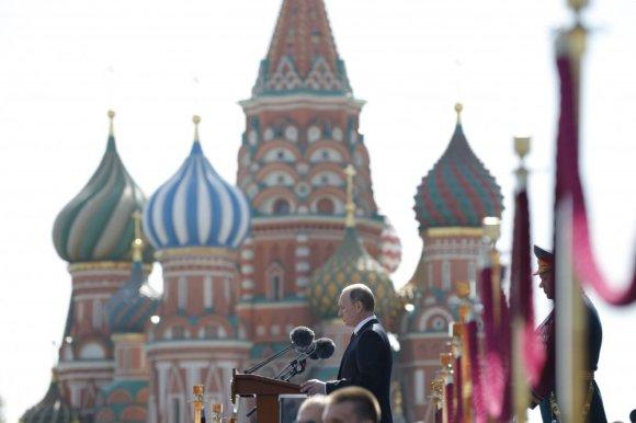 """AFP/""""Scanpix"""" nuotr./Karinis paradas Maskvos Raudonojoje aikštėje"""