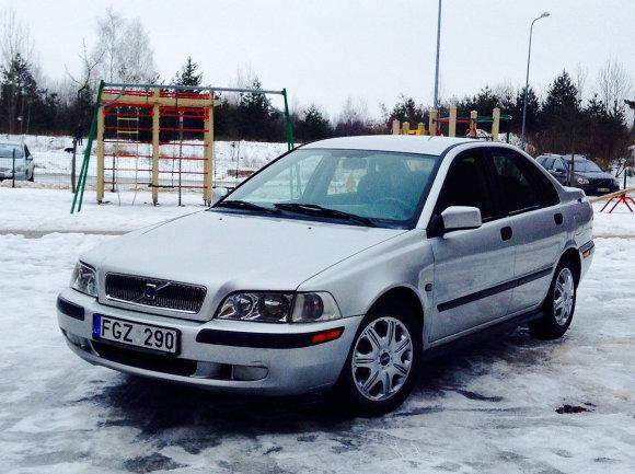 """Volvo S40"" (2000 m.)"
