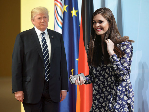"15min montažas / ""Vida Press"" ir ""Scanpix"" nuotr./Donaldas Trumpas ir Hope Hicks"