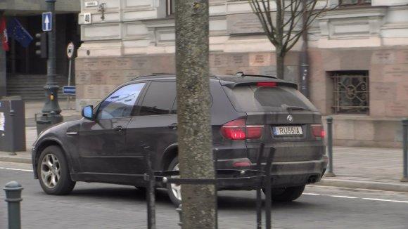 """15min skaitytojo nuotr./BMW su vardiniais numeriais """"RU55IA"""""""