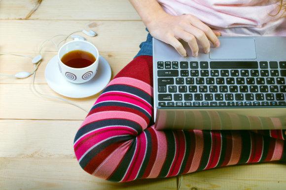Fotolia nuotr./Moteris prie kompiuterio
