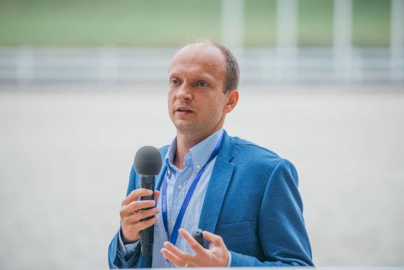 Ryčio Šeškaičio nuotr./Nerijus Mačiulis skaito paskaitą Pasaulio lietuvių jaunimo susitikime