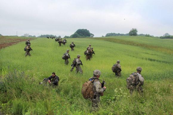 Sauliaus Jakučionio nuotr./NATO kariai treniruojasi ginti Suvalkų koridorių