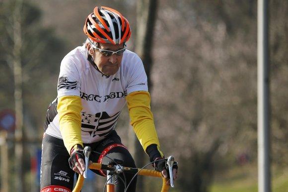 """""""Reuters""""/""""Scanpix"""" nuotr./John Kerry yra prisiekęs dviratininkas"""