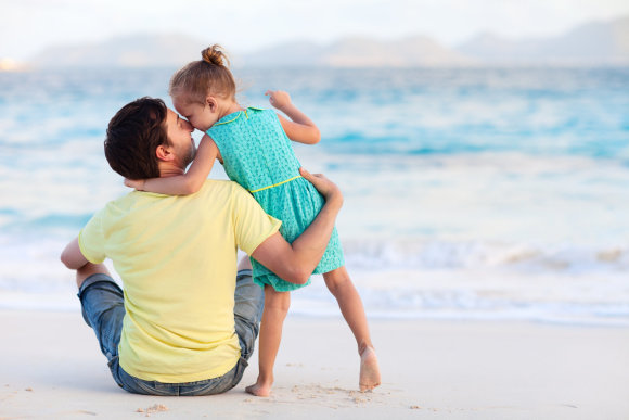 Shutterstock nuotr./Tėtis su dukra.