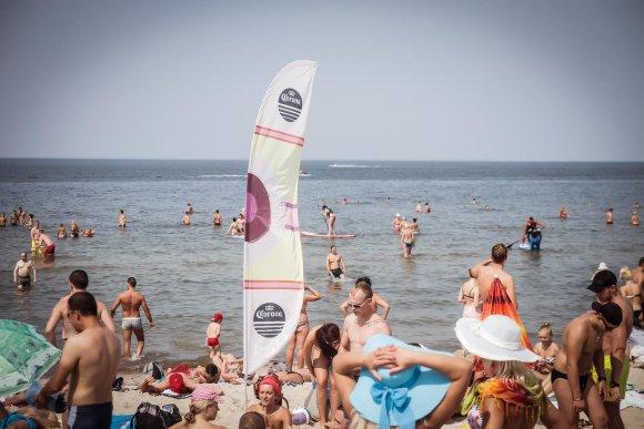 Tomo Petrovskio nuotr./Poilsiautojai Palangos paplūdimyje