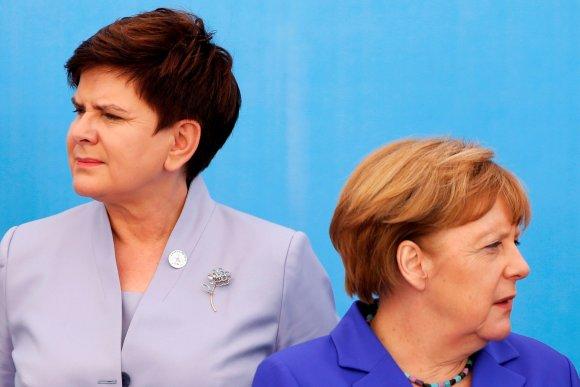 """Reuters""/""Scanpix"" nuotr./Lenkijos premjerė Beata Szydlo (kairėje) ir Angela Merkel"