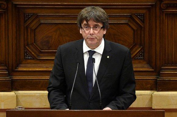 """AFP/""""Scanpix"""" nuotr./Carlesas Puigdemont'as Katalonijos parlamente"""