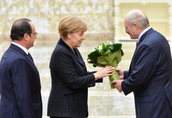 """Scanpix""/""RIA Novosti"" nuotr./A.Merkel, F.Hollande'as ir A.Lukašenka"