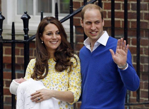 """""""Scanpix""""/AP nuotr./Kembridžo hercogienė Catherine ir princas Williamas su dukra"""