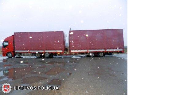 Marijampolės apskrities VPK nuotr./Vilkikas, kuriame rastas Vokietijoje vogtas BMW