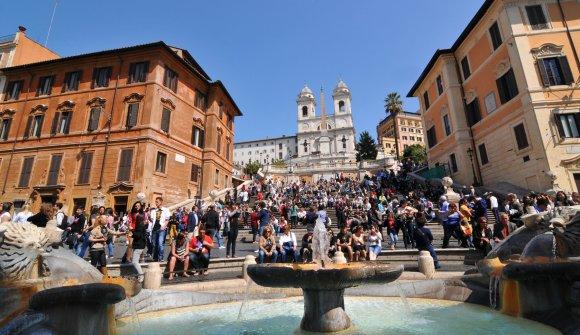 123rf.com nuotr./Balandį Romoje visi vasariškai nusiteikę