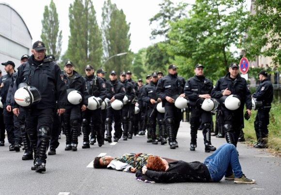 """""""Reuters""""/""""Scanpix"""" nuotr./Protestai Hamburge prieš G-20 susitikimą"""
