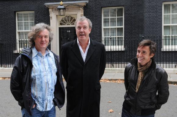 """""""Scanpix"""" nuotr./""""Top Gear"""" vedėjai: Jamesas May, Jeremy Clarksonas ir Richardas Hammondas"""