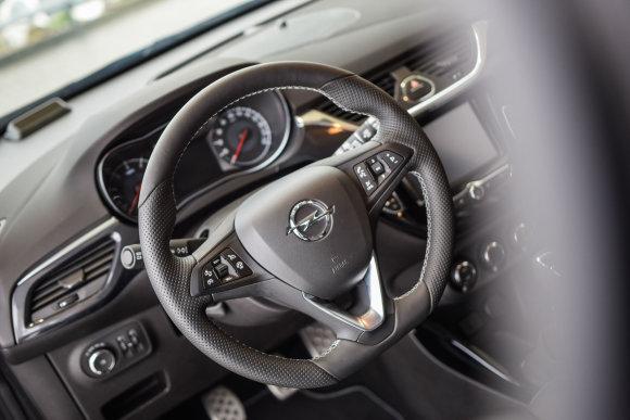 """Dainiaus Cuberos / 15min nuotr./""""Opel"""" automobilis"""