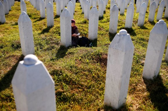 """""""Reuters""""/""""Scanpix"""" nuotr./Tūkstančiai žmonių mini Srebrenicos žudynių aukas"""