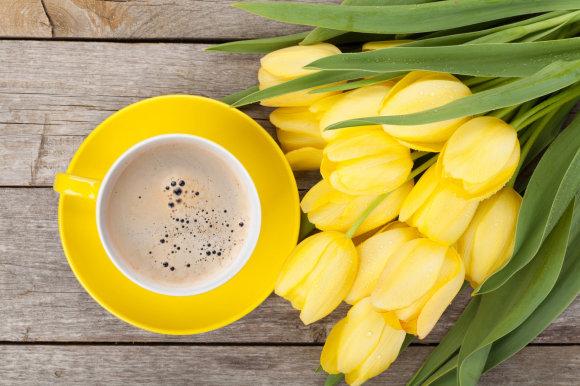 Fotolia nuotr./Gėlės ir kava